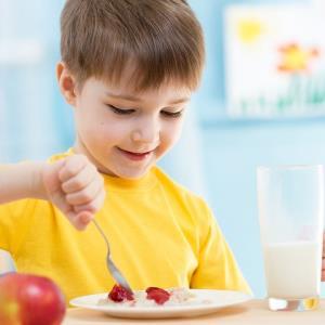 برای تشویق کودکان به خوردن صبحانه چه کنیم؟