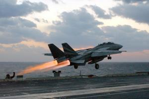 لحظه هیجانانگیز بلند شدن یک جنگنده F4 ارتش از دید کابین خلبان