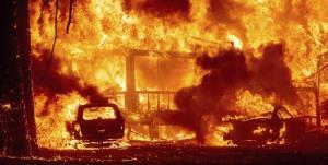 اتصالی برق هفده ماینر، خانهای را به آتش کشید