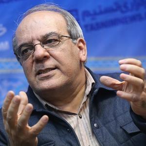 انتقاد تند عباس عبدی از استخدامهای رانتی