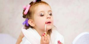 علل و عوارض گرایش کودکان به وسایل آرایشی چیست؟