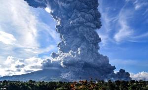 لحظه هولناک فوران آتشفشان اتنا در ایتالیا