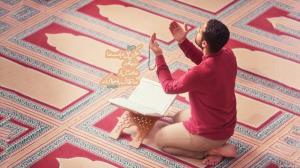 چه طوری شیطان کسی رو بی نماز می کند؟