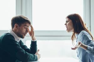 با همسر ایرادگیر و غرغرو چه رفتاری کنیم؟