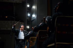 علی رهبری نخستین کنسرتش را پس از کرونا روی صحنه میبرد