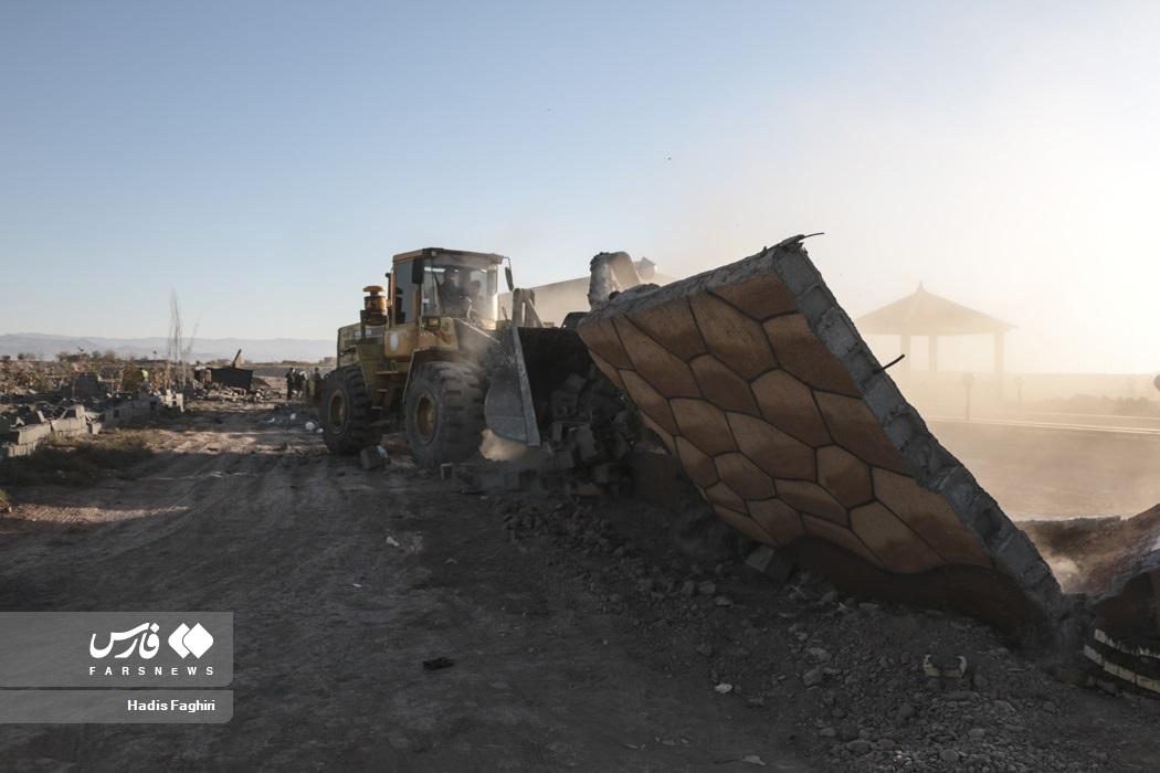 عکس/ تخریب ویلاهای غیرمجاز در حریم مشهد