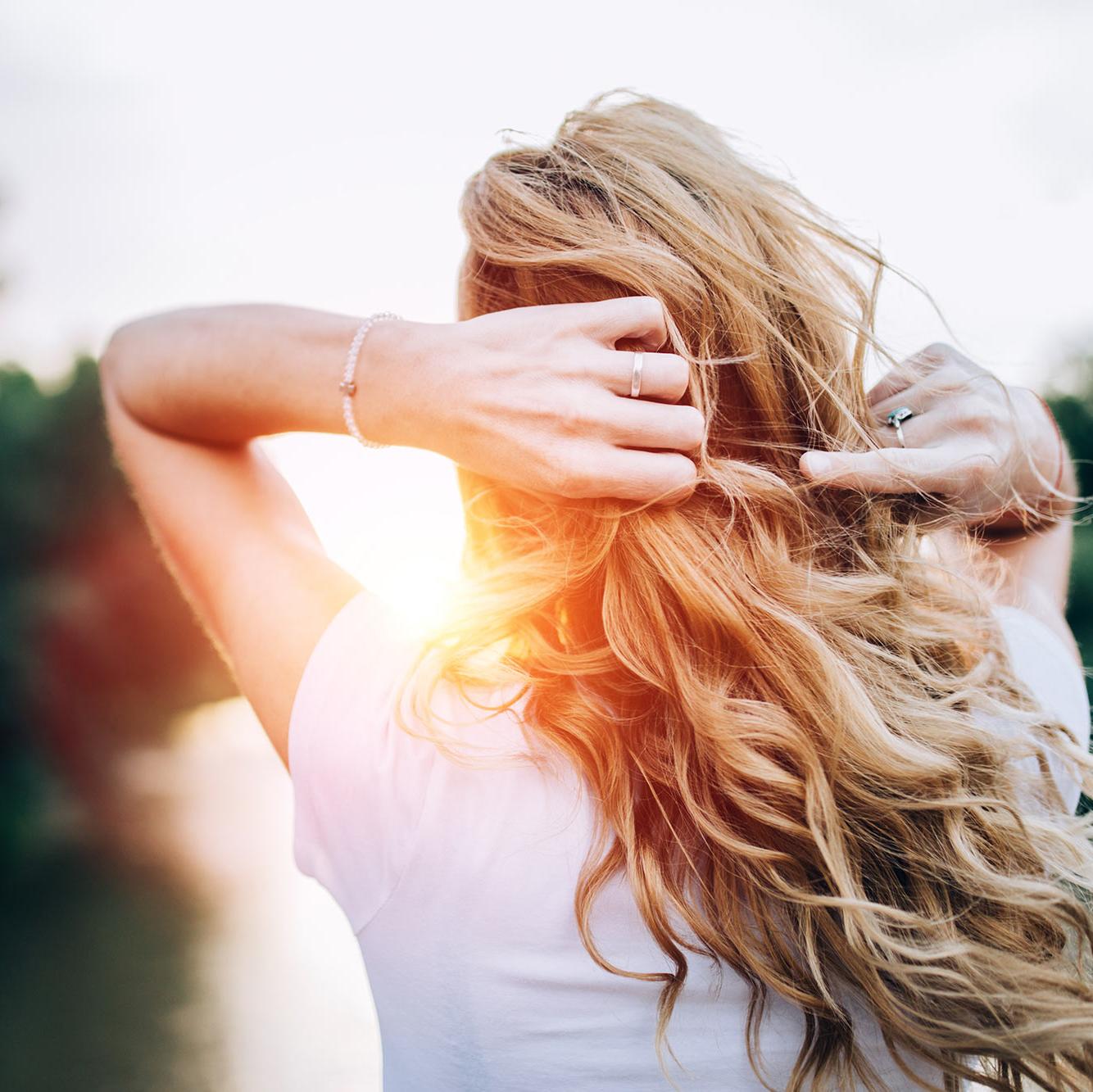 این ترفند به شما کمک میکند تا موهایتان سریع بلند شود
