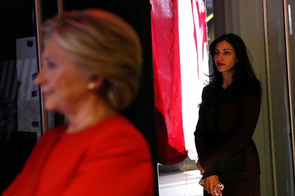 تعرض جنسی سناتور آمریکایی به دستیار «هیلاری کلینتون»