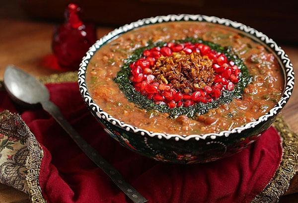 شیرازی ها با انار آشی بی نظیر درست می کنند