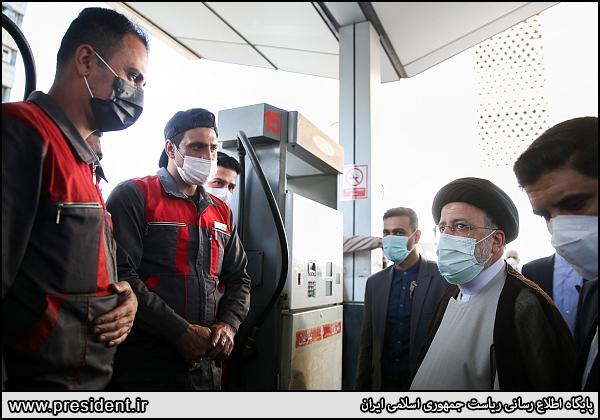 عکس/ بازدید میدانی رئیسی از جایگاه توزیع سوخت