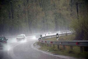 جادههای خراسان شمالی بارانی و لغزنده است