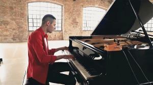 دقایقی با اجرای حرفه ای و جذاب از ساز پیانو
