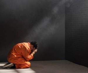 4 گوشه دنیا/ کار باورنکردنی زندانی با گوشی موبایل