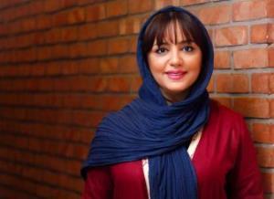 چهرهها/ لیلا برخورداری در کنار آرامگاه حافظ شیرازی