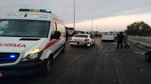 ۲۳ مصدوم و یک کشته در پی تصادف زنجیرهای آزادراه کرج ـ قزوین