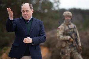 افشاگری وزیر دفاع انگلیس درباره قرارداد محرمانه آمریکا و طالبان