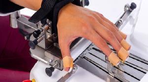 دستگاه رباتیک جایگزین فیزیوتراپ برای بازگرداندن حرکات دست