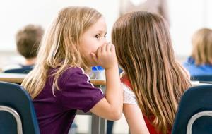 با کودکی که پشت سر دیگران غیبت می کند چه کنم؟