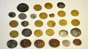کشف و ضبط ۲۳۴ سکه تاریخی و تقلبی در راز و جرگلان