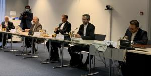 لغو تحریمها محور رایزنی باقری و مورا در بروکسل