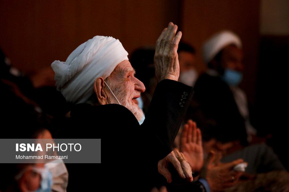عکس/ استاد عثمان محمد پرست در همایش تجلیل از چهره های ماندگار خواف