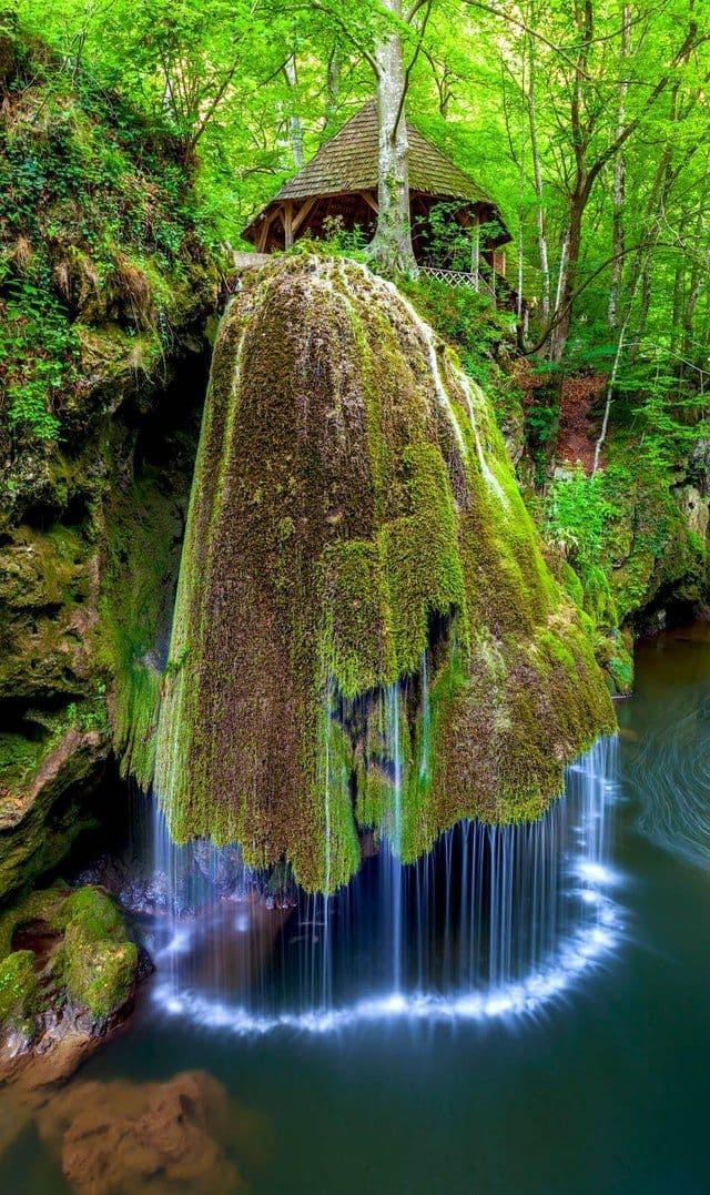 آبشار عجیب و غریب در رومانی