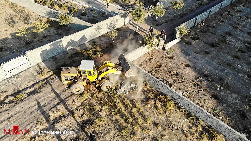 عکس/ آزادسازی یک و نیم هکتار از اراضی زراعی و باغهای شهرستان کهک