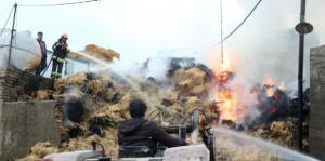 آتش سوزی گسترده انبار روستایی در مهاباد طی ۵ ساعت مهار شد