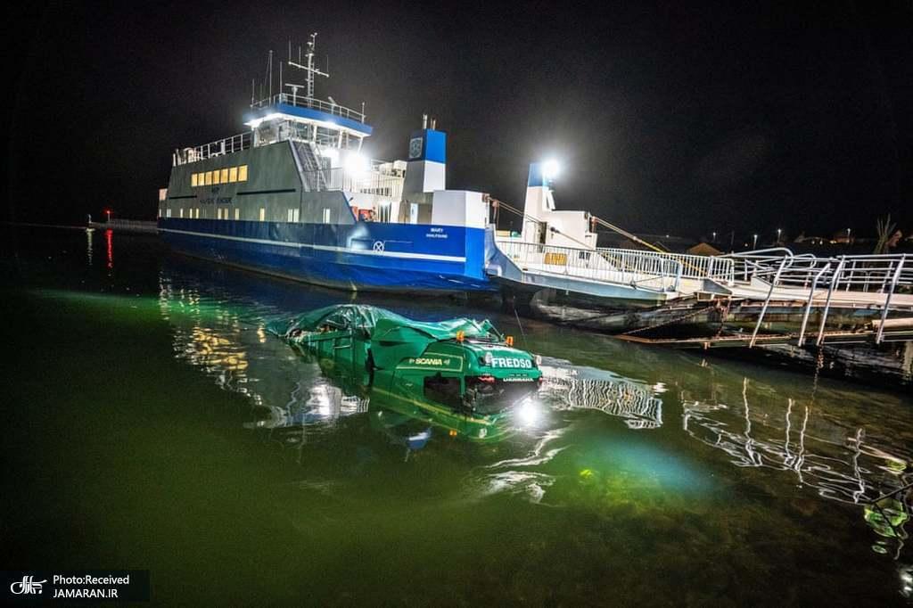 سقوط کامیون به آب در دانمارک