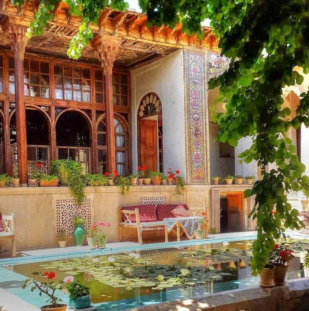 خانه تاریخی باشکوهی در مجاورت حرم شاهچراغ